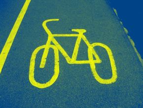 "Local 'near-miss' prompts ""light up"" advice to cyclists!"