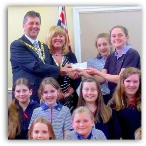 Hedon Guides – Charity donation from Hedon Mayor