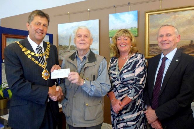 Mr Gordon Rutherford receives £250 from Mayor and Mayoress Jim and Sue Lindop and Deputy Mayor John Dennis