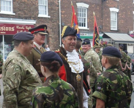Colonel and Mayor inspect cadets