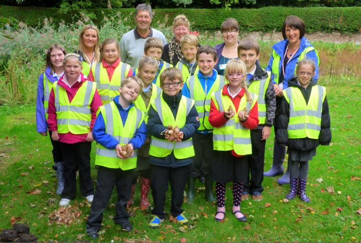Daffodil planting at Horsewell Pond Monday 7th Sept 2013