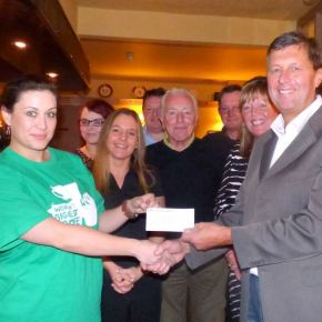 Station pub goers – cheque to Macmillan Cancer Support