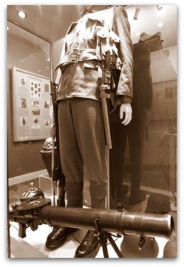 EY Regiment uniform and Lewis Gun