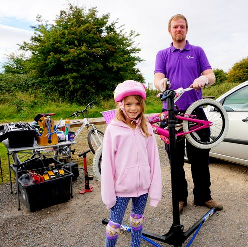 Adam Newby of the <b>R-evolution bike project</b> gives Amber Jessop's machine a technical spruce-up before she sets off on the shorter children's ride to Paull.