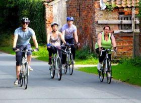 Cyclists head back towards Hedon - Photo Rachel Cliffe