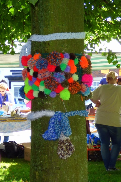 Yarn bombed tree-001