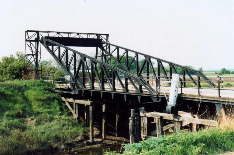 01 Paull Road bridge, Saltend