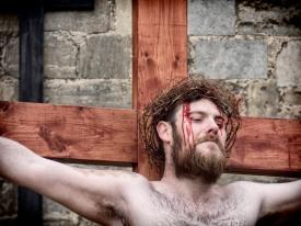 Jesus on cross cu